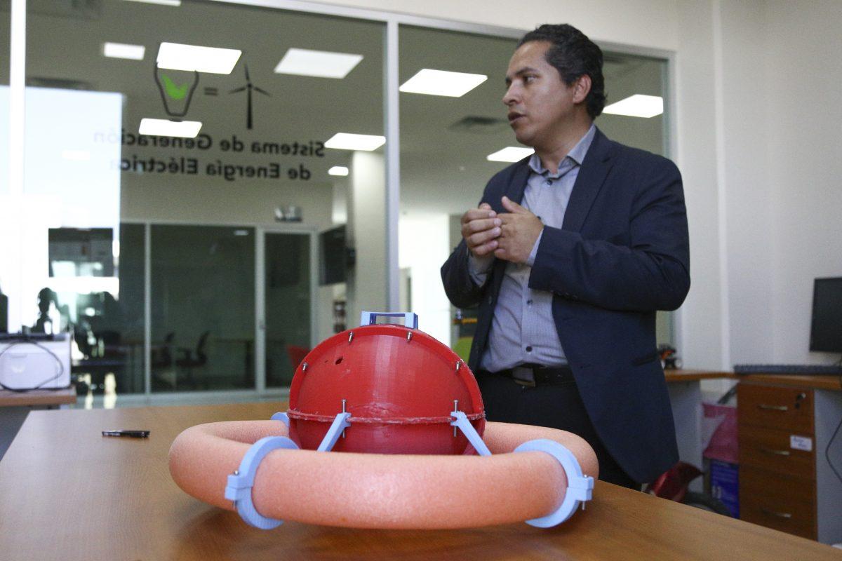 Investigador de CUValles, monitor de contaminacion en Presa de la Vega