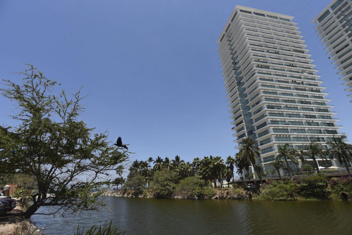 Desarrollo urbano en ríos de Puerto Vallarta