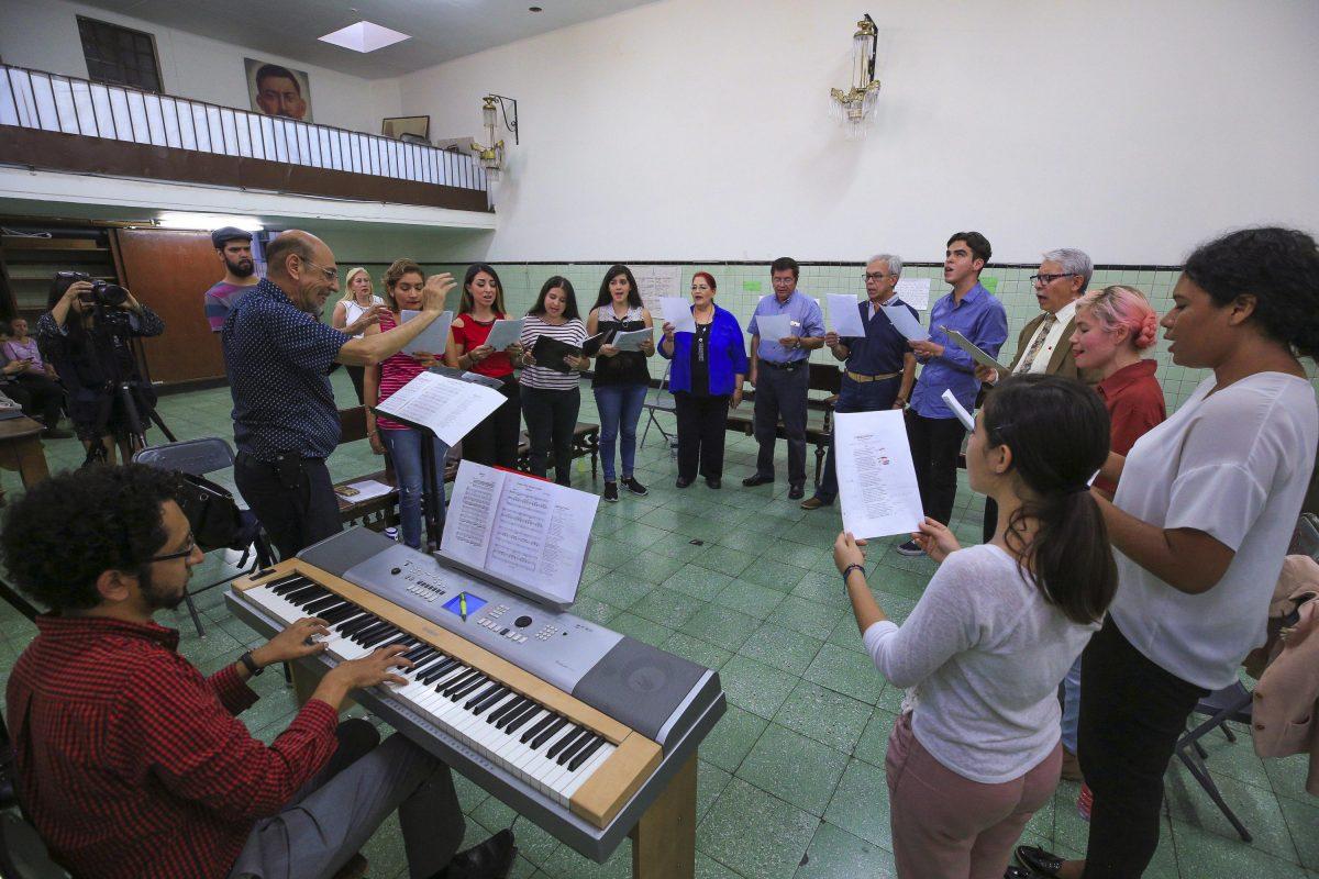 Coro del Santuario cantando Himno a Fray Antonio Alcalde
