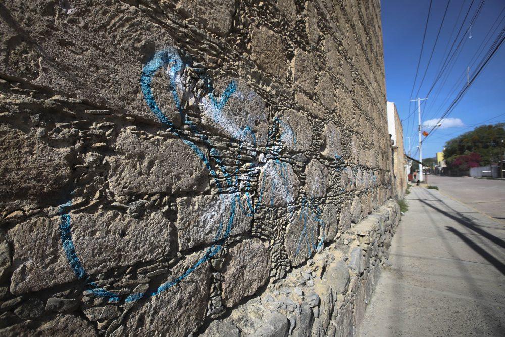 Grafiti en capilla de hospital de Santa Ana Tepetitlán