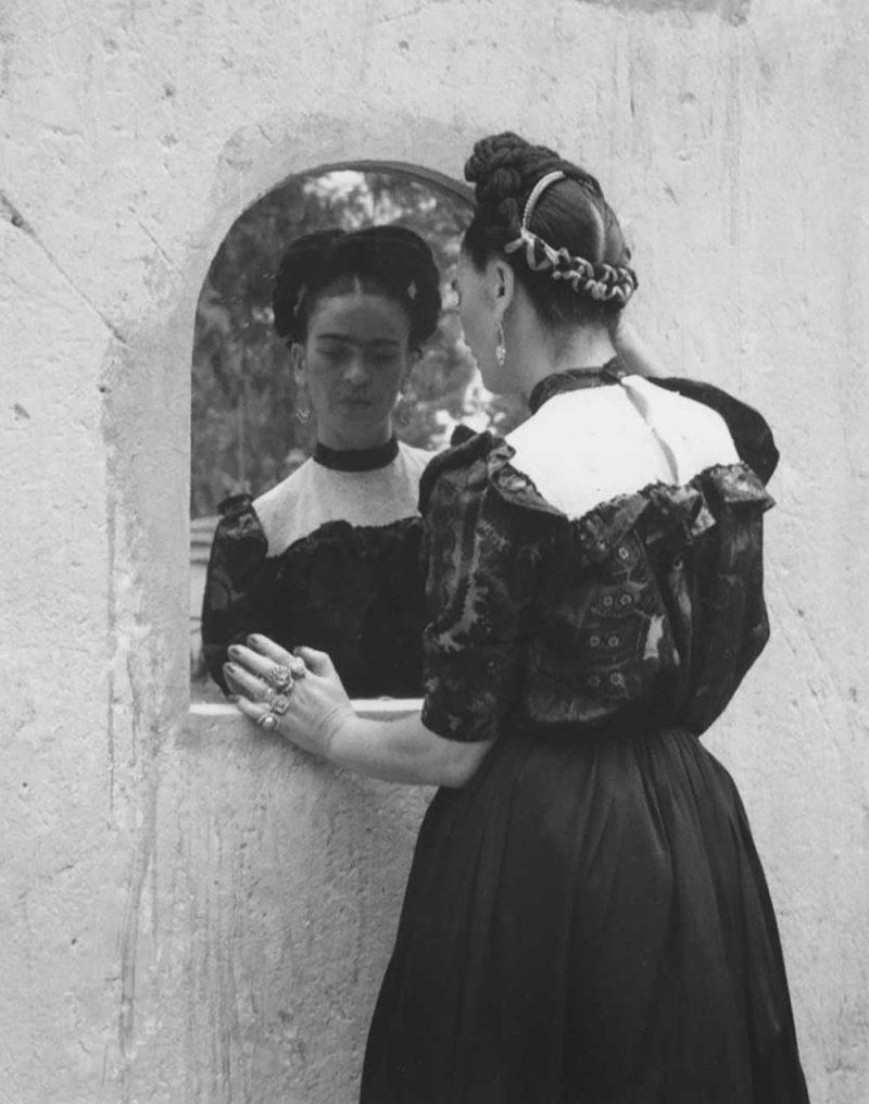 retrato de Frida Kahlo, por Lola Alvarez Bravo