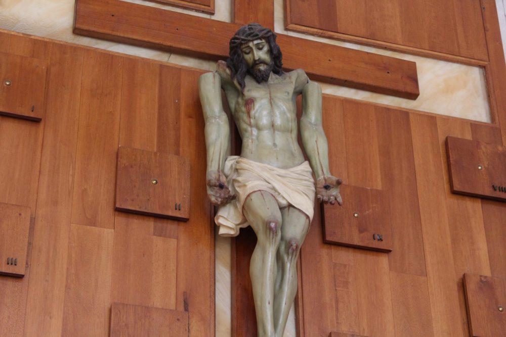 Cristo de los brazos caídos, en Barra de Navidad. Fotografía: Iván Serrano Jauregui