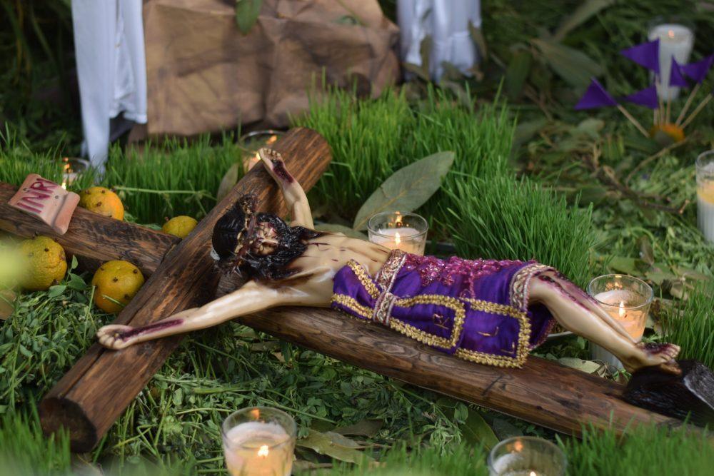 Tendido de Cristos. Fotografía: Bernardo Badillo